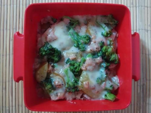 gratin brokoli kentang. sejauh ini, buatan saya enak banget haha.