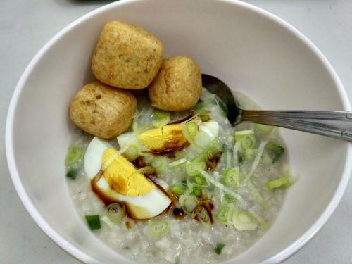 bubur daging dibuat di rice cooker
